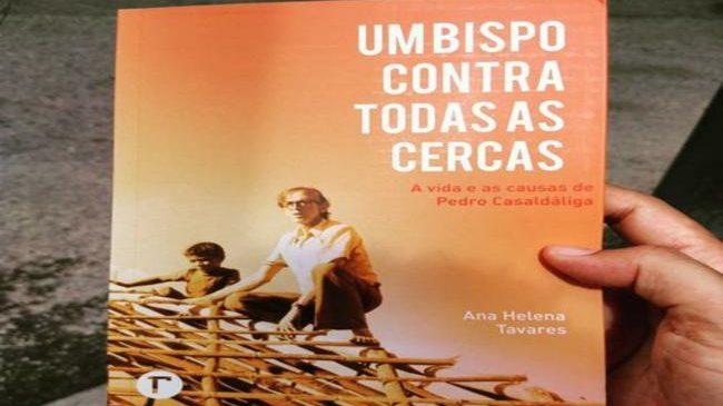 """""""Um Bispo contra todas as Cercas"""", entrevista com Ana Helena Tavares, primeira biógrafa brasileira de Dom Pedro Casaldáliga"""