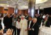 Na assembleia sinodal, o Papa Francisco ora e acompanha os povos indígenas do Equador