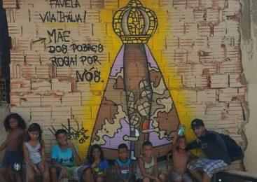 O povo católico do Brasil celebra a festa de sua padroeira a Senhora Aparecida. Quininha Fernandes