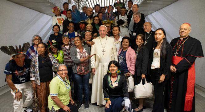 """""""Saímos do Sínodo cheios de esperanças"""", afirmam lideranças indígenas após encontro com o Papa Francisco"""