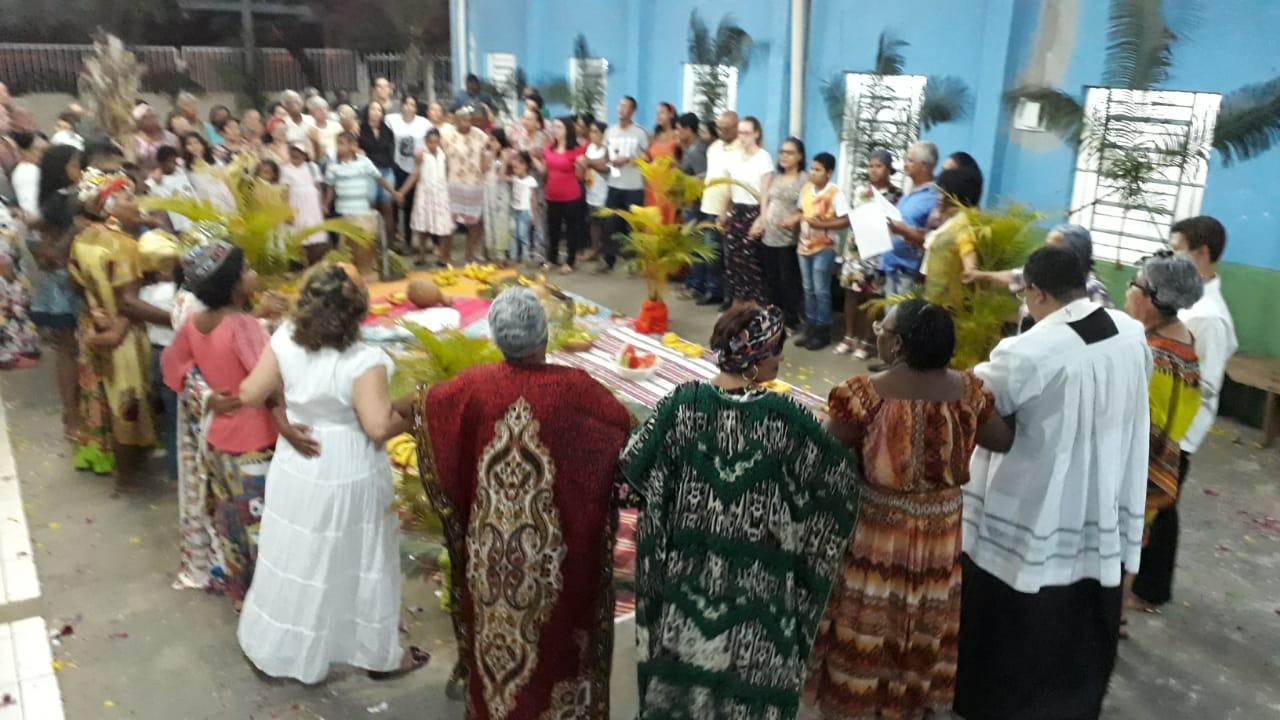 Muito canto, dança, emoção e espiritualidade em celebração afro em Rondonópolis (MT)