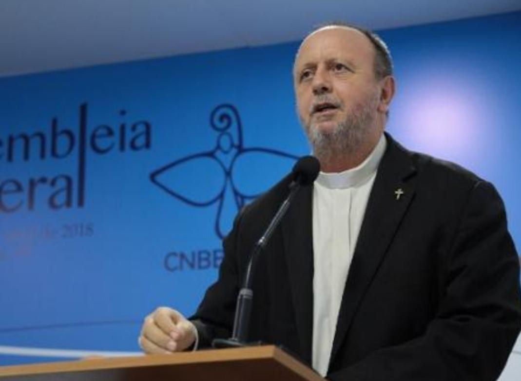 Retórica do governo fomenta violência, diz bispo sobre índios assassinados.  Seguem crucificando Jesus. Dom Roque Paloschi